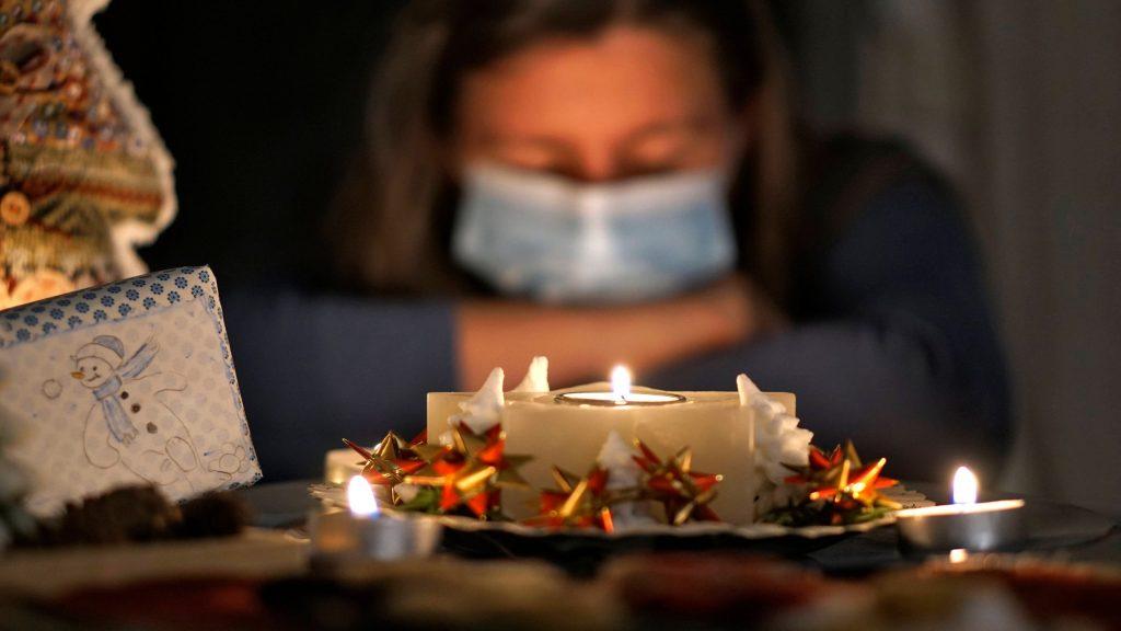 Tagesstrukturen können an Weihnachten gegen das Gefühl von Einsamkeit helfen, rät die Psychologin. Bild: Imago | MiS